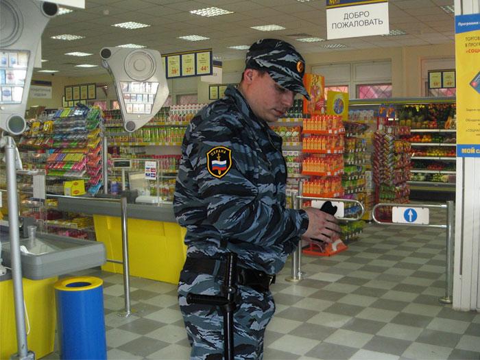 Охрана в продуктовом магазине